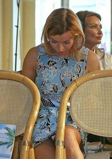 Белые трусики под юбками знаменитостей фото 128-100