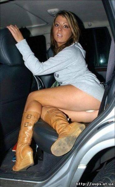 Upskirt в автомобиле