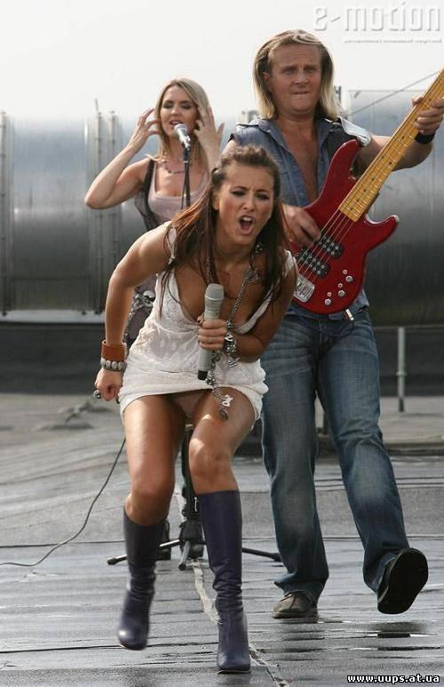 Под юбкой у Ани Лорак на сцене во время концерта